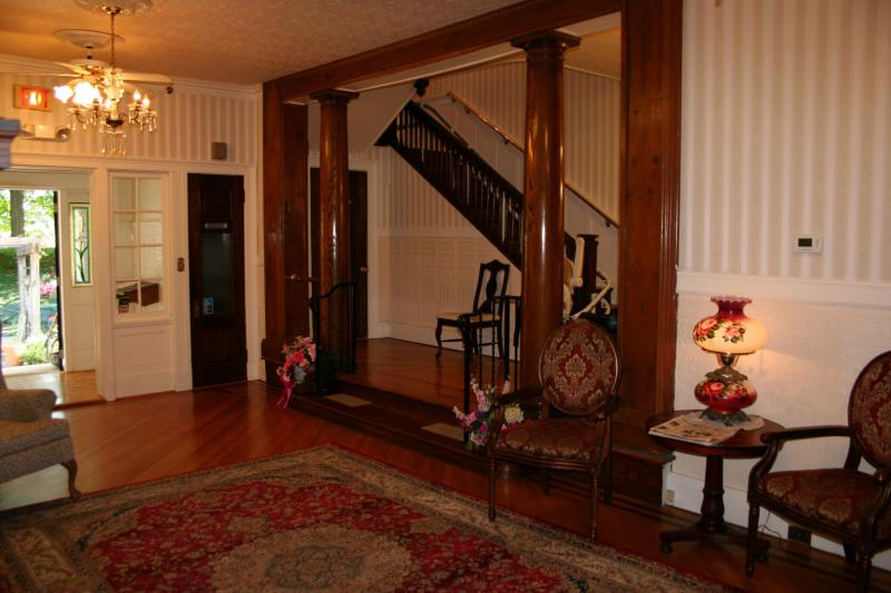 Main Foyer - Mansion