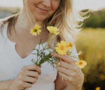 Lifestyle Headshots of Whitney - the Flower Child