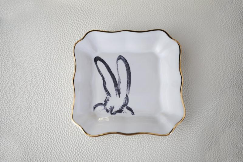Bunny Portrait Plate with Gold, Hunt Slonem